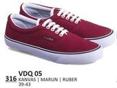 Sepatu Sneakers Pria VDQ 05
