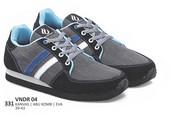 Sepatu Sneakers Pria VNDR 04