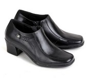 sepatu kulit wanita E 557