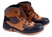 Sepatu Adventure Pria SH 2048