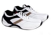 Sepatu Olahraga Pria SH 068