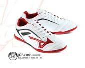 Sepatu Bola Pria GF 9109